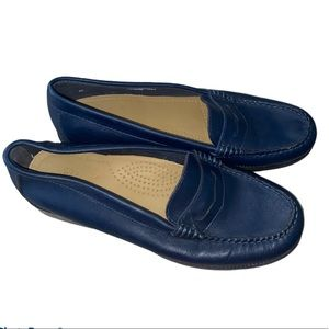 Bass Navy Blue Weejuns Kathleen Penny Loafer 7